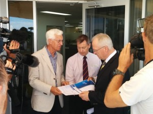 Prof. Max Standage, Cr Steve Robinson and Mayor Mark Jamieson at the launch of the KPMG Long Distance Commuter report for the Sunshine Coast